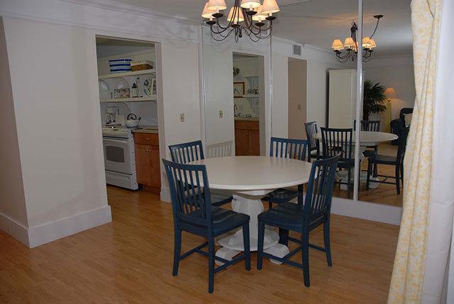 864-Ketch-Court-Dining-Area-3602-big